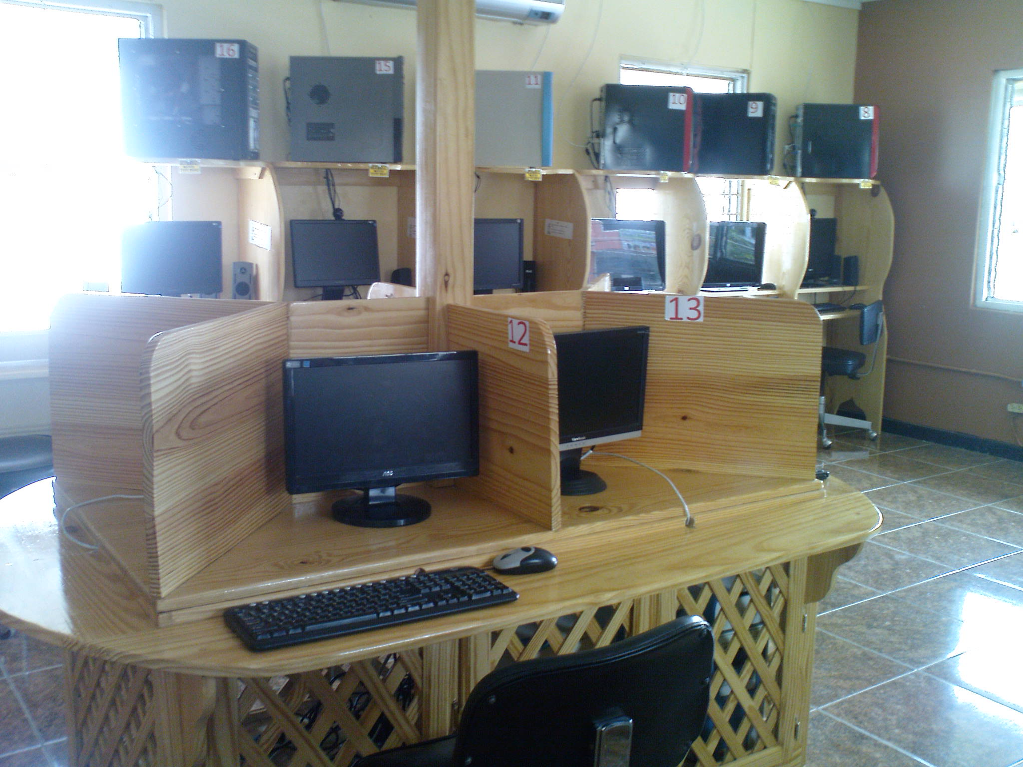 Flowers_internet _Cafe_Ocho_ Rios_ Jamaica_computer_station