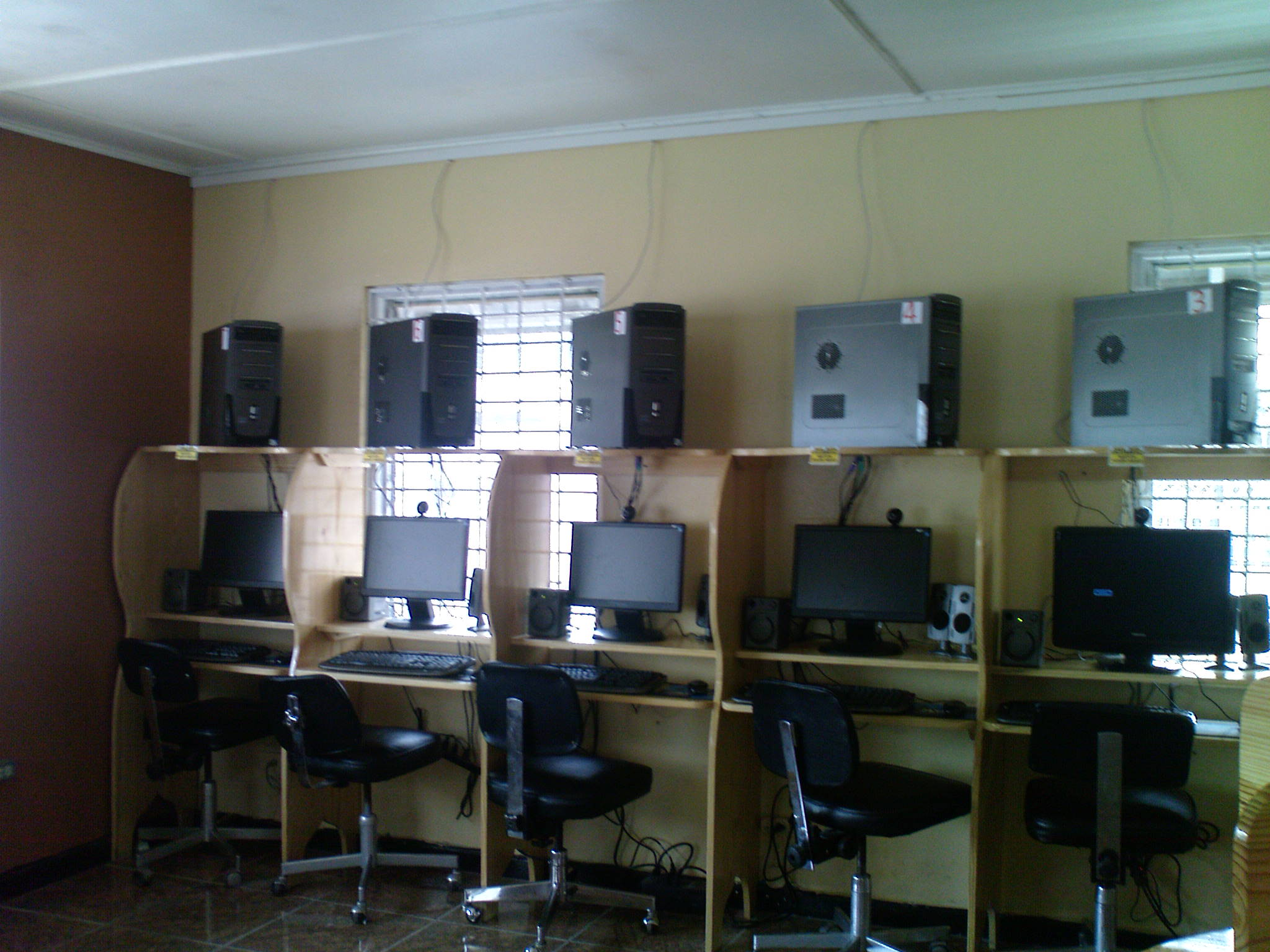 Flowers_internet _Cafe_Ocho_ Rios_ Jamaica_customers_stations