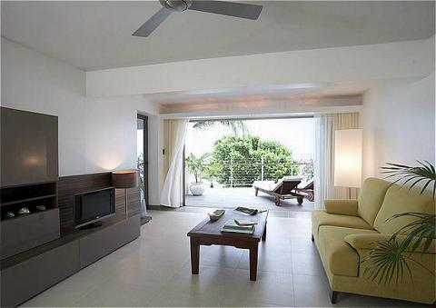 Hodges_ Bay_ Club_living_area