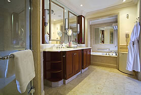 Luxury_Ocean_Room_Bathroom